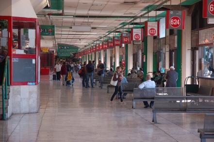 Esta es la tajaná merkazit  תחנה מרכזית  (estación central) de buses de Tel Aviv, una de las estaciones más ocupadas del mundo.